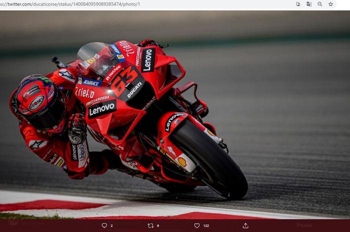 Pembalap Ducati Lenovo, Francesco Bagnaia, saat tampil pada MotoGP Catalunya 2021.