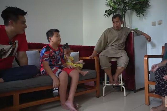 Baim Wong mengunjungi Gilang