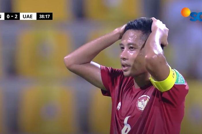 Ekspresi Evan Dimas setelah gagal penalti saat melawan Uni Emirat Arab, dalam lanjutan Kualifikasi Piala Dunia 2022 zona Asia grup G, di Stadion Zabeel, Dubai, UEA.