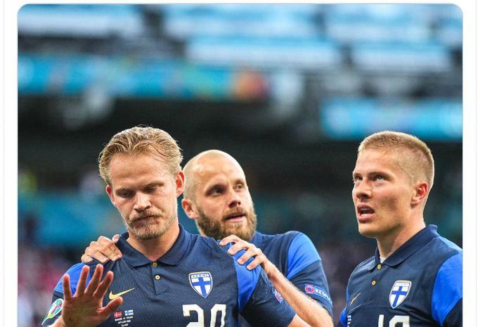 Pemain Finlandia, Joel Pohjanpalo (no.20), menolak merayakan golnya ke gawang Denmark pada laga EURO 2020 Grup B, Minggu (13/6/2021) dini hari WIB.