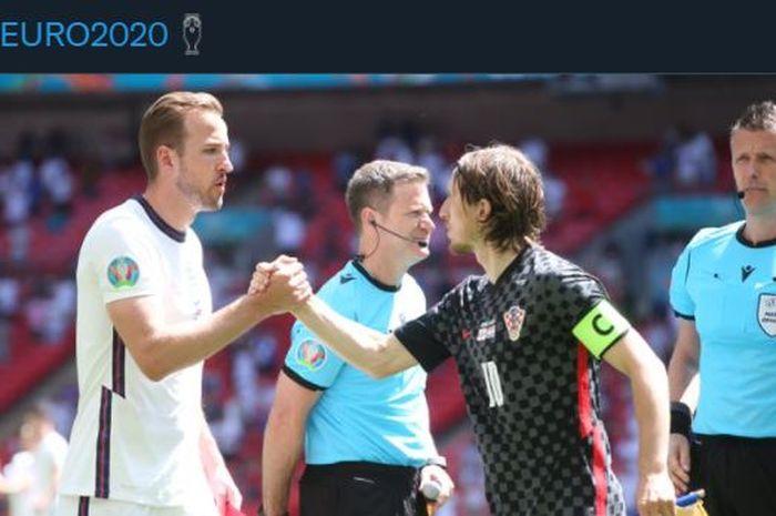 Harry Kane bersalaman dengan Luka Modric dalam duel Inggris vs Kroasia pada laga Grup D Euro 2020 di Wembley, London, 13 Juni 2021.