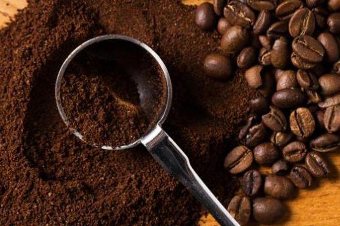 Tabur bubuk kopi ke lantai dan rasakan khasiat luar biasa yang akan terjadi
