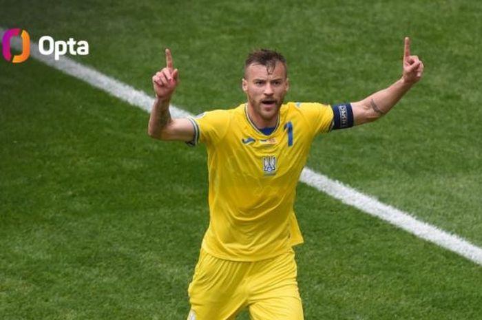 Winger cadangan West Ham United, Andriy Yarmolenko, menjadi man of the match dan sejajar dengan legenda AC Milan.