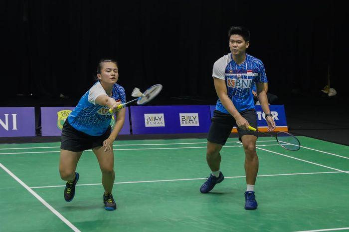 Pasangan ganda campuran Indonesia, Praveen Jordan/Melati Daeva Oktavianti, pada simulasi Olimpiade Tokyo 2020 di pelatnas Cipayung, Jakarta, Kamis (17/6/2021).