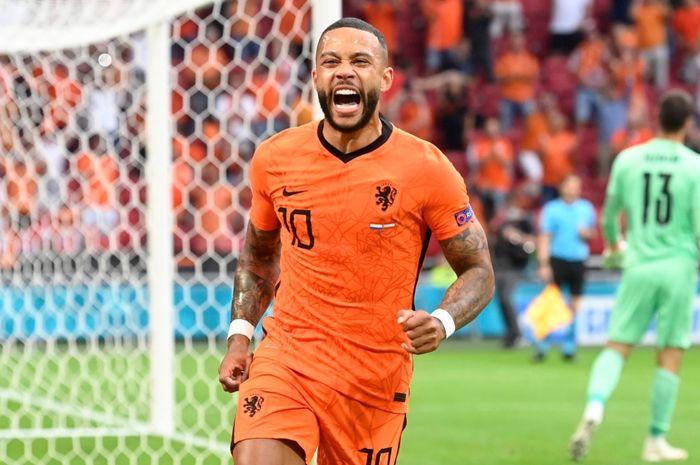 Penyerang timnas Belanda, Memphis Depay turut menyumbang satu gol usai menang atas Austria pada laga kedua Grup C Euro 2020.