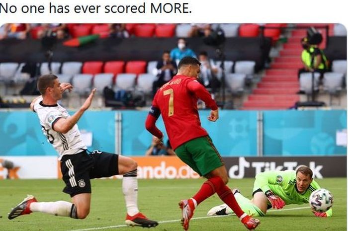 Megabintang timnas Portugal, Cristiano Ronaldo, mencetak gol ke gawang timnas Jerman dalam laga Grup F EURO 2020 di Stadion Football Arena, Sabtu (19/6/2021).