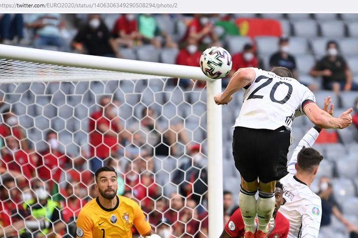 Robin Gosens, anak kemarin sore yang kirim Cristiano Ronaldo dkk ke papan bawah klasemen, terpilih menjadi Man of the Match EURO 2020.