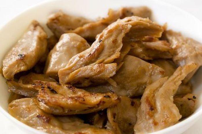 Daging nabati atau daging imitasi atau daging buatan dari Meat Analogue diproduksi dengan menggunakan bahan yang berasal dari sumber nabati.