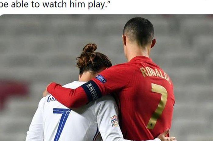Penyerang timnas Prancis, Antoine Griezmann, berpelukan dengan kapten timnas Portugal, Cristiano Ronaldo.