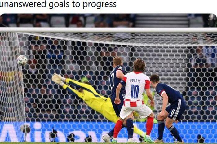 Gelandang timnas Kroasia, Luka Modric, mencetak gol ke gawang timnas Skotlandia dalam laga Grup D EURO 2020 di Stadion Hampden Park, Selasa (22/6/2021).