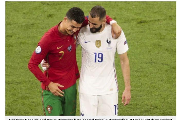 Bomber Prancis, Karim Benzema (kanan), berbincang dengan pemain Portugal, Cristiano Ronaldo