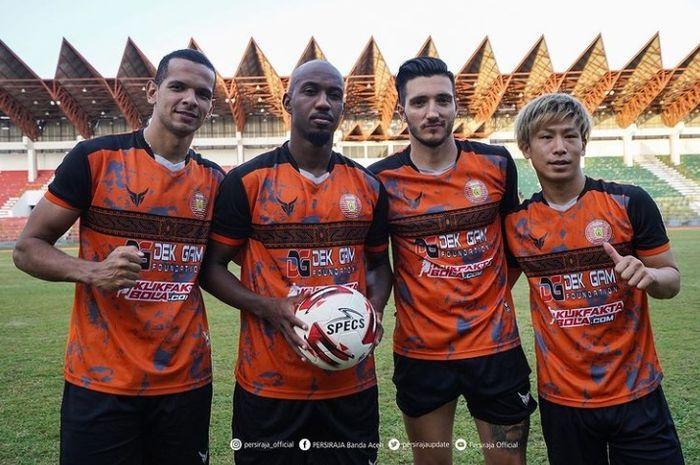 Empat pemain asing Persiraja Banda Aceh, dari kanan, Shori Murata, Vanja Markovic, Paulo Henrique, Leonardo Lelis.