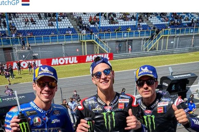 Dari kiri: Joan Mir, Fabio Quartararo, dan Maverick Vinales merayakan keberhasilan meraih podium pada balapan MotoGP Belanda di Sirkuit Assen, Belanda, 27 Juni 2021.