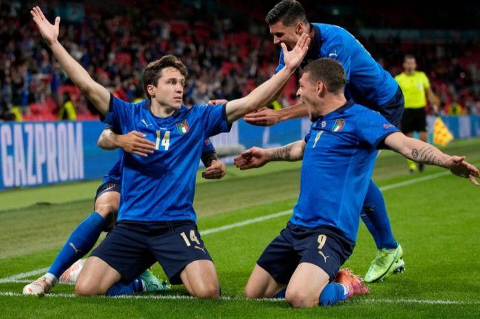 Federico Chiesa mencetak gol untuk membawa Italia mengalahkan Austria 2-1 di babak 16 besar EURO 2020, Sabtu (26/6/2021) WIB di London.