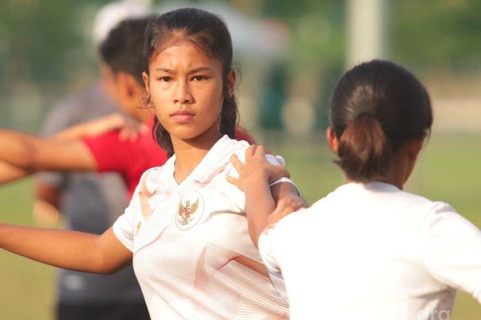 Pemain timnas Wanita Indonesia, Bunga Syifa Fadillah saat mengikuti TC di Jakarta.