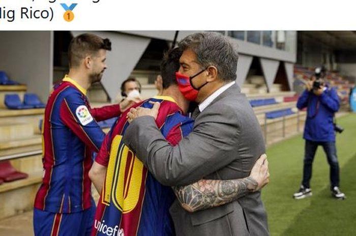 Kapten Barcelona, Lionel Messi, berpelukan dengan Presiden Barca, Joan Laporta.