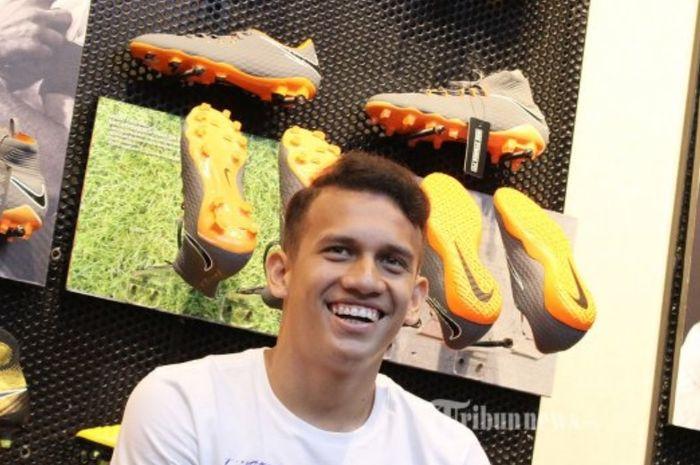 Egy Maulana Vikri tampil dalam peluncuran sepatu di Senayan, Jakarta, Rabu (7/3/2018), sebelum bergabung ke Lechia Gdansk. Kini dia tak lagi menjadi pemain klub Liga Polandia itu.