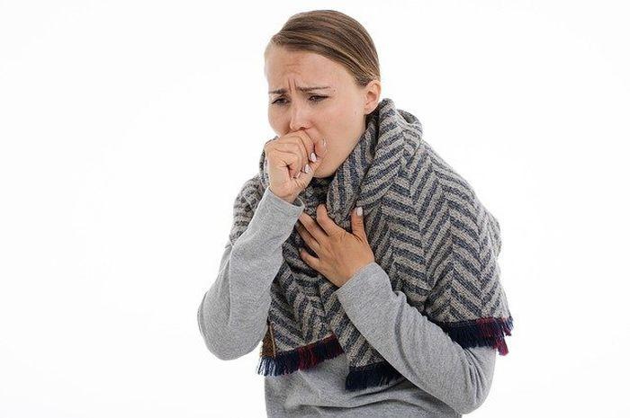 Batuk kering menjadi penyebab gejala umum COVID-19, perlu diketahui perbedaan antara batuk kering biasa dan batuk kering gejala COVID-19.
