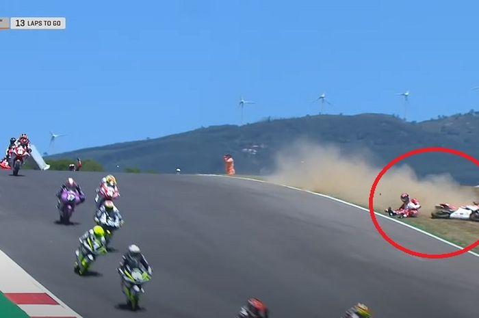 Hasil CEV Moto3 Portugal 2021, pembalap Indonesia, Mario Suryo Aji crash sampai dikibarkan red flag.