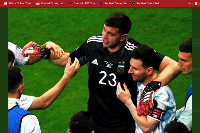 Emiliano Martinez (kiri) dan Lionel Messi (kanan) usai mengantarkan timnas Argentina melaju ke babak final Copa America 2021.