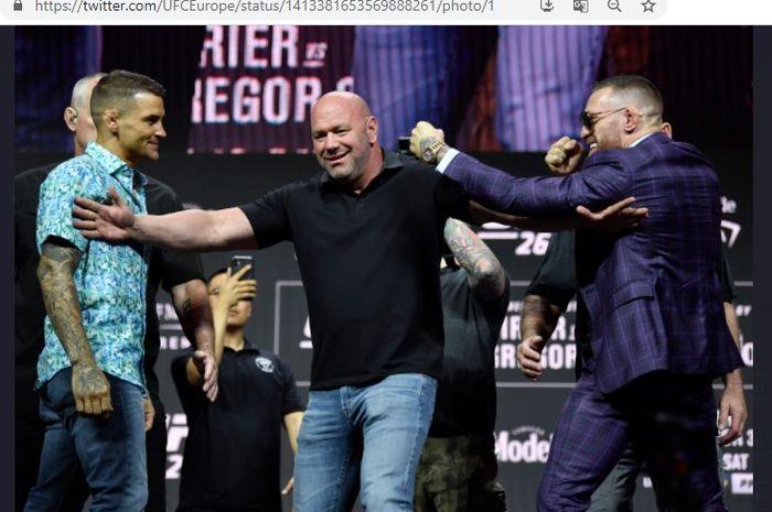 Dari kiri: Dustin Poirier, Presiden UFC Dana White, dan Conor McGregor saat sesi tatap muka menjelang UFC 264.