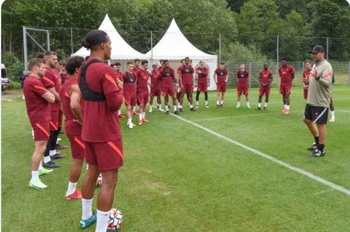 Pemain Liverpool menjalani latihan pramusim.