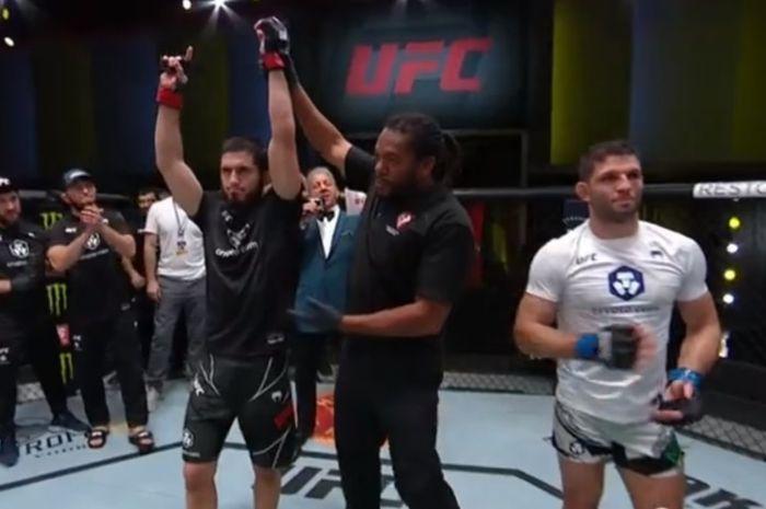 Islam Makhachev mengalahkan Thiago Moises di UFC Vegas 31, Minggu (18/7/2021) WIB.