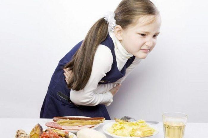 Gejala keracunan dapat menyerang pencernaan, seperti sakit perut, diare, mual, sakit kepala, dsb.