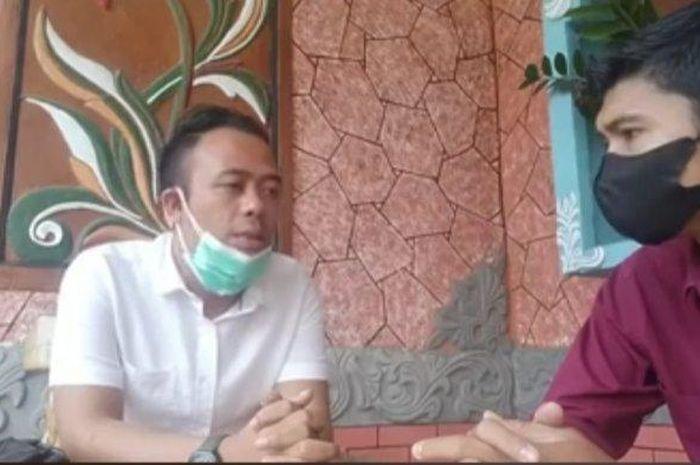 Ahli waris Mak Erot, Aa Aby Abdullah (kiri)
