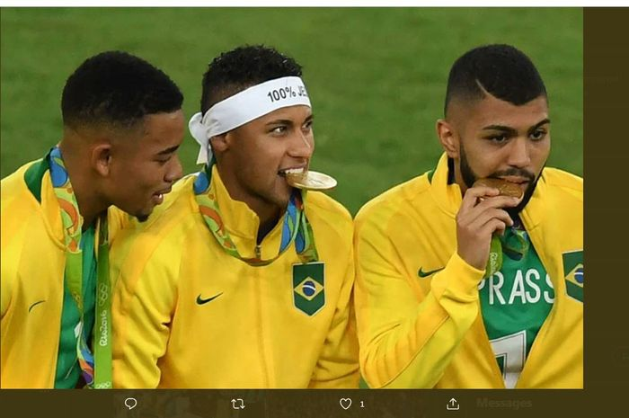 Kiri ke kanan: Gabriel Jesus, Neymar, dan Gabriel Barbosa, usai mengantar Brasil meraih medali emas Olimpiade 2016.