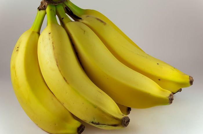 Membeli pisang setengah matang agar enggak cepat busuk.