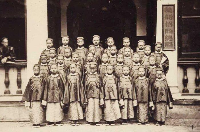 Rombongan pelajar dari China pertama yang dikirim ke luar negeri.
