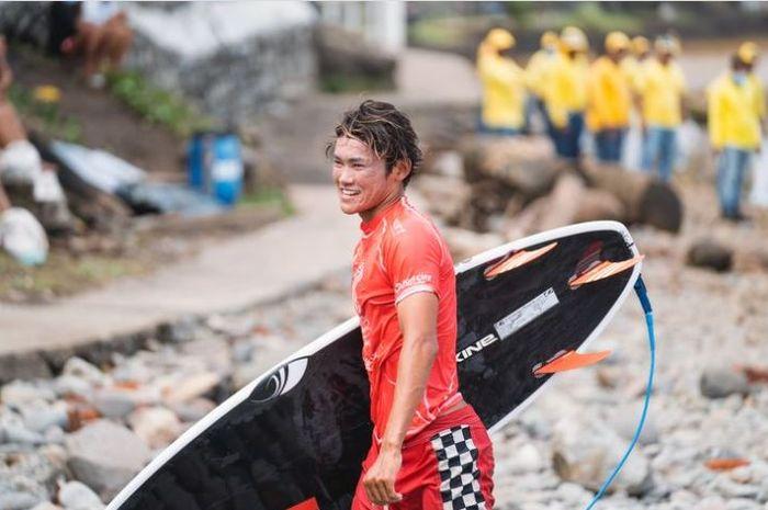 Peselancar Indonesia, Rio Waida, akan terjun pada Olimpiade Tokyo 2020.