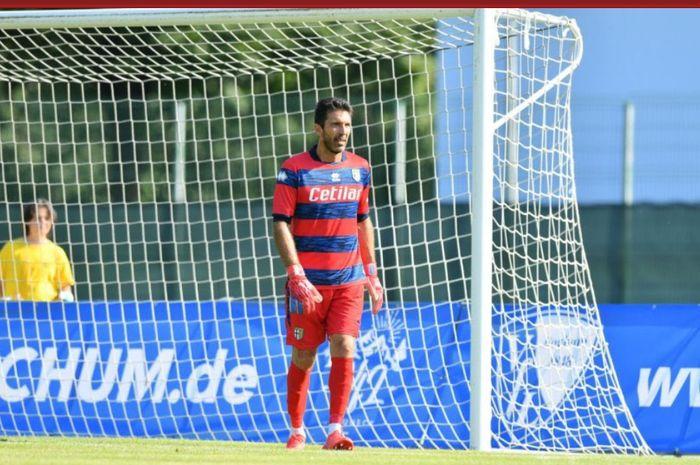 Gianluigi Buffon langsung mencetak clean sheet saat menjalani debut kedua bersama dengan tim masa kecilnya, Parma.