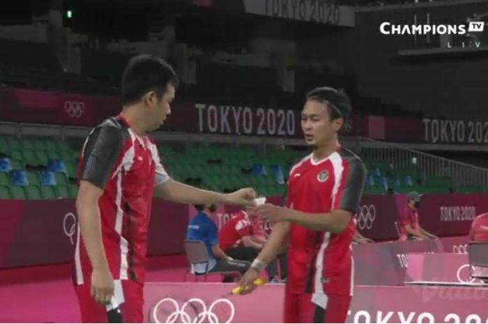 Mohammad Ahsan/Hendra Setiawan pada laga penyisihan kedua melawan Aaron Chia/Soh Wooi Yik (Malaysia) grup D Olimpiade Tokyo 2020, Senin (26/7/2021).
