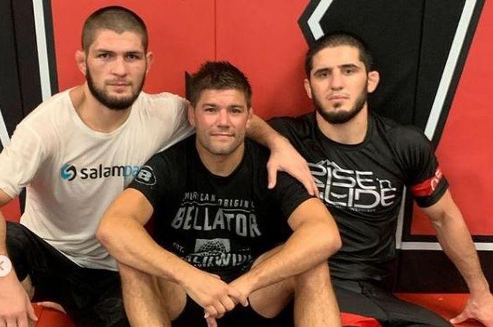 Dari kiri ke kanan (Khabib Nurmagomedov, Josh Thomson, dan Islam Makhachev) saat berlatih di sasana American Kickboxing Academy atau AKA.
