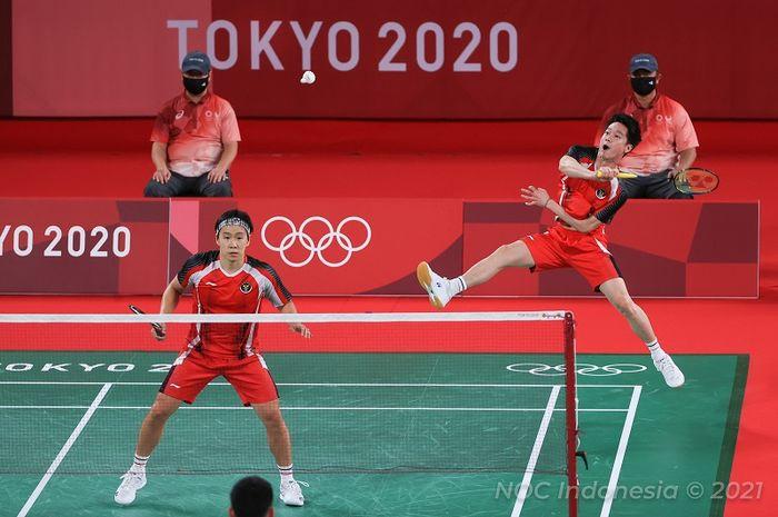 Pasangan ganda putra Indonesia, Marcus Fernaldi Gideon/Kevin Sanjaya Sukamuljo, pada laga terakhir penyisihan grup Olimpiade Tokyo 2020 di Musashino Forest Sport Plaza, Selasa (27/7/2021).