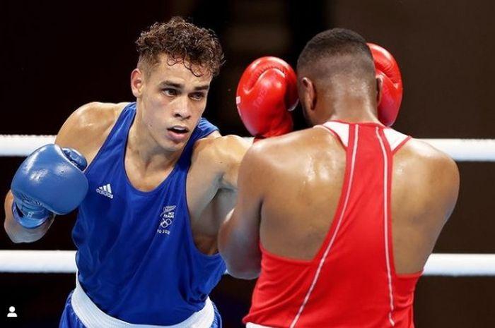 (Kiri) Petinju Selandia Baru, David Nyika saat berhadapan dengan Youness Baalla (Maroko) di Olimpiade Tokyo 2020.