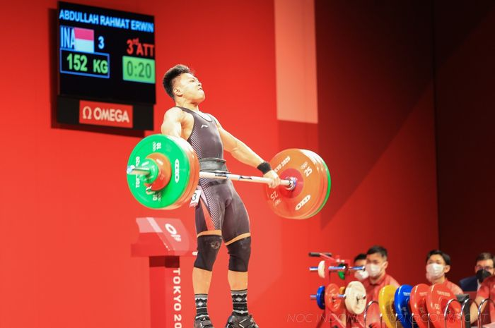Aksi lifter Indonesia, Rahmat Erwin Abdullah pada ajang Olimpiade Tokyo 2020, Rabu (28/7/2021)