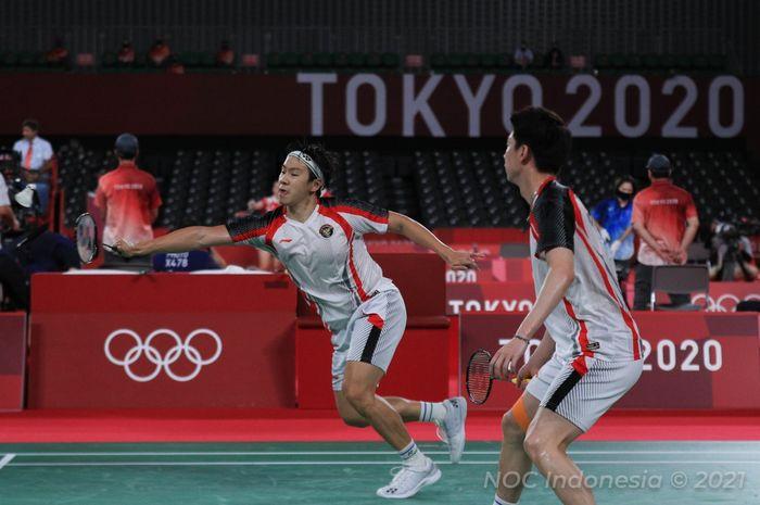 Pasangan ganda putra Indonesia, Marcus Fernaldi Gideon/Kevin Sanjaya Sukamuljo, saat bertanding melawan Aaron Chia/Soh Wooi Yik (Malaysia) pada babak perempat final Olimpiade Tokyo 2020 di Musashino Forest Sport Plaza, Tokyo, Jepang, Kamis (29/7/2021).