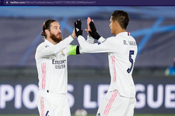 Pemain yang baru bergabung dengan Manchester United, Raphael Varane, diminta Sergio Ramos untuk memilih Paris Saint-Germain andai kedua tim bentrok.