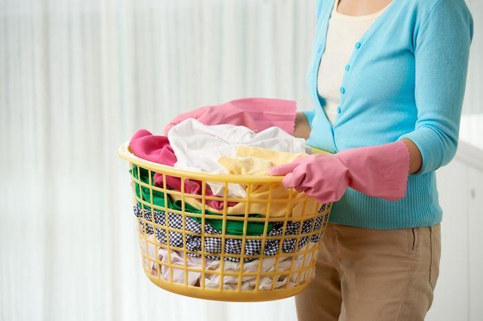 (Ilustrasi) Cara mencuci baju selama isoman