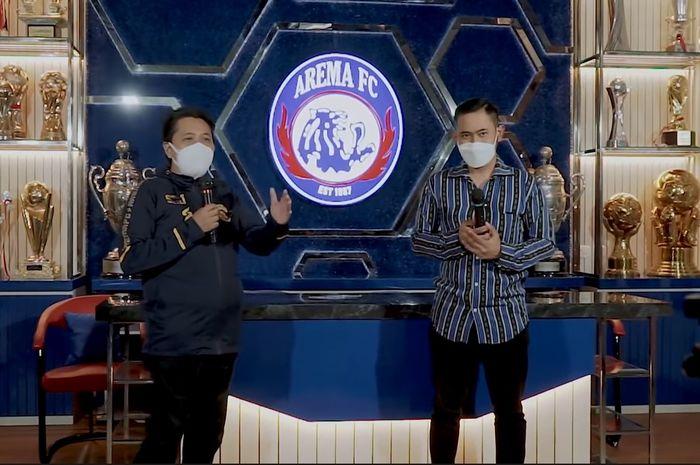 Presiden Arema FC, Gilang Widya Pramana meresmikan ruang konfrensi pers Arema FC.