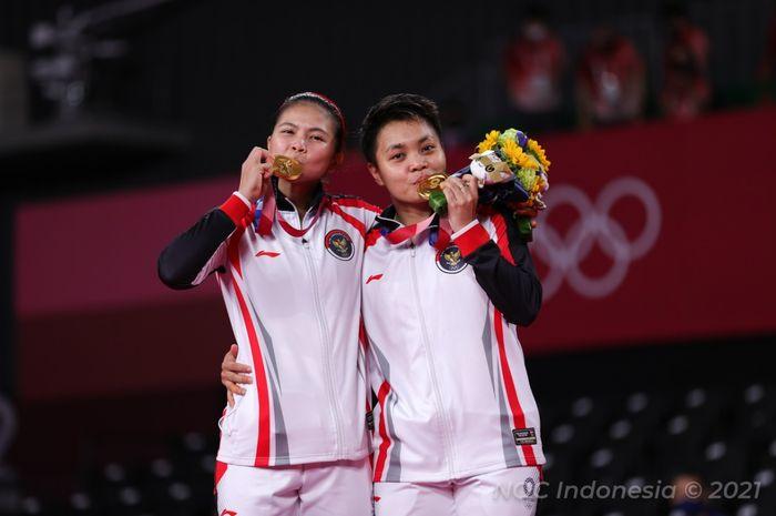Greysia Polii/Apriyani Rahayu usai meraih medali emas Olimpiade Tokyo 2020, Senin (2/8/2021)