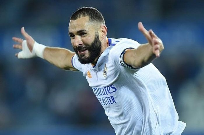 Real Madrid sepakat perpanjang kontrak Karim Benzema hingga 2023.