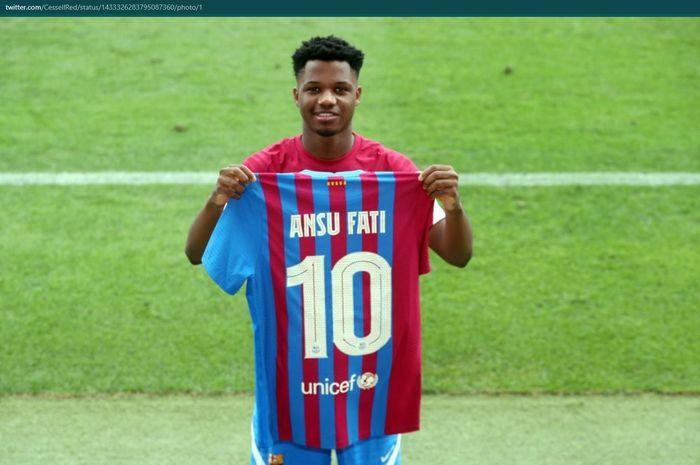 Ansu Fati resmi mewarisi nomor punggung Lionel Messi, 10 di Barcelona.