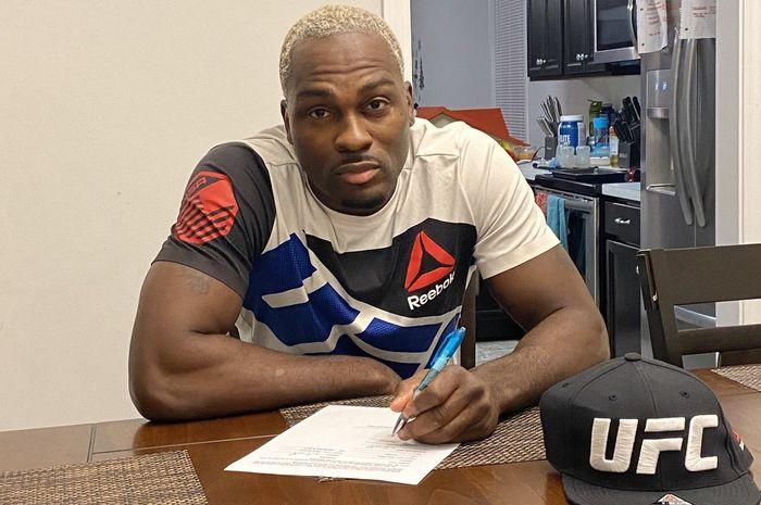 Habisi Lawan dengan Cekikan Maut, Derek Brunson Disanjung Predator UFC thumbnail