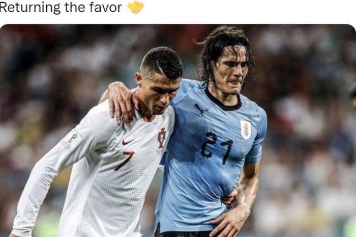 Megabintang timnas Portugal, Cristiano Ronaldo, menolong striker timnas Uruguay, Edinson Cavani, untuk berjalan.