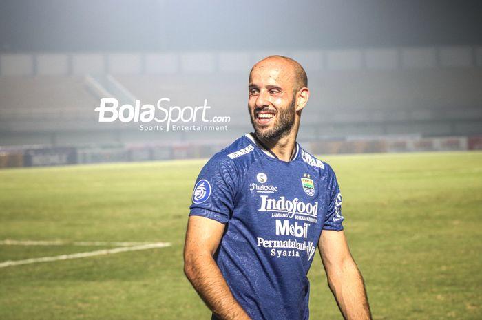 Selebrasi pemain anyar Persib Bandung, Mohammed Rashid, seusai timnya meraih kemenangan perdana di Liga 1 2021 di Stadion Indomilk Arena, Tangerang, Banten, 4 September 2021.