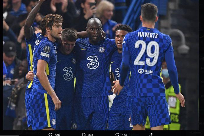 Romelu Lukaku bersama rekan-rekannya ketika merayakan gol kemenangan Chelsea atas Zenit Saint Petersburg, Rabu (15/9/2021) dini hari WIB.